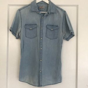 Men's jean shirt with collar and shirt sleeves